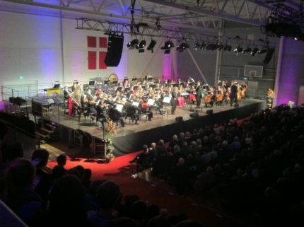 Nytårskoncert i Arena Himmerland med Louise Fribo, Viggo Sommer og Aalborg symfoniorkester. Scene, lyd, lys og dekolys.